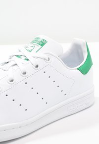 adidas Originals - STAN SMITH - Sneakersy niskie - white/green - 5