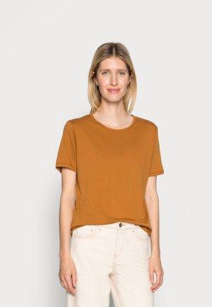 ONE EDIT TEE - Basic T-shirt - amber
