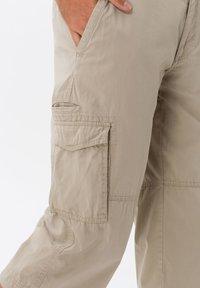 BRAX - STYLE LUCKY - Cargo trousers - beige - 4