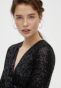 PULL&BEAR - MIT ZIERKNOTEN - Sukienka koktajlowa - black - 4