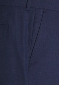 Isaac Dewhirst - Costume - blue - 5