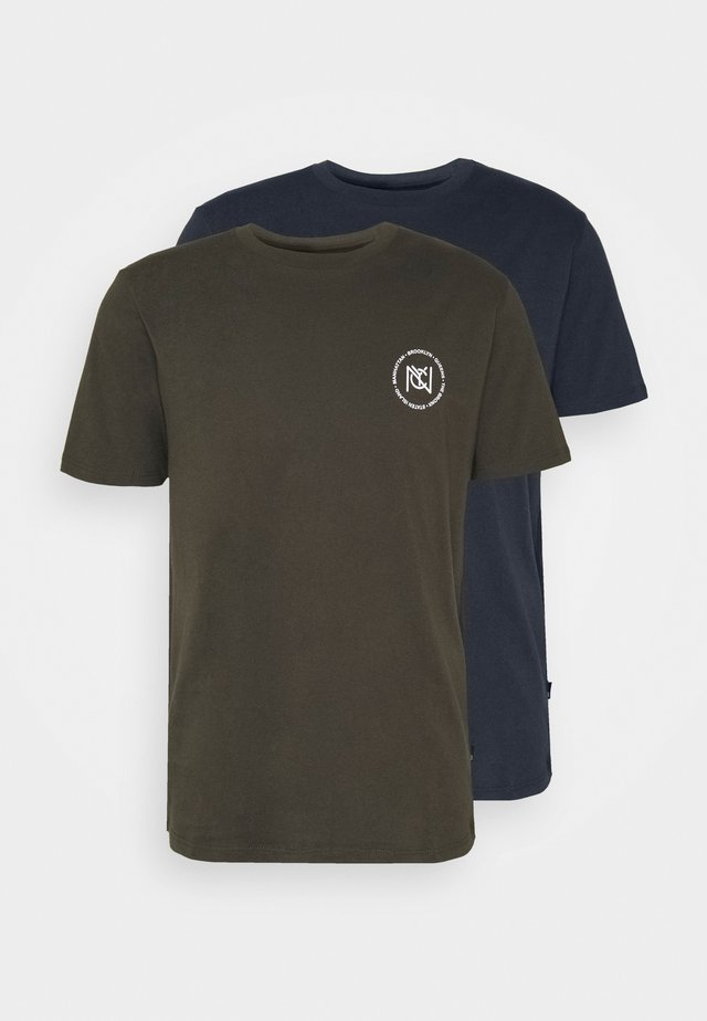 LA CHEST TEE NYC CHEST 2 PACK - T-shirts med print - navy/khaki