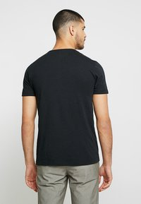 Tommy Hilfiger - LOGO BAND TEE - Print T-shirt - black - 2