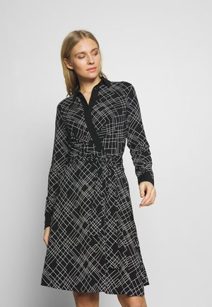 WRAP DRESS WOVEN FABRIC PATCHES AT COLLAR PLACKET - Jersey dress - multi/black