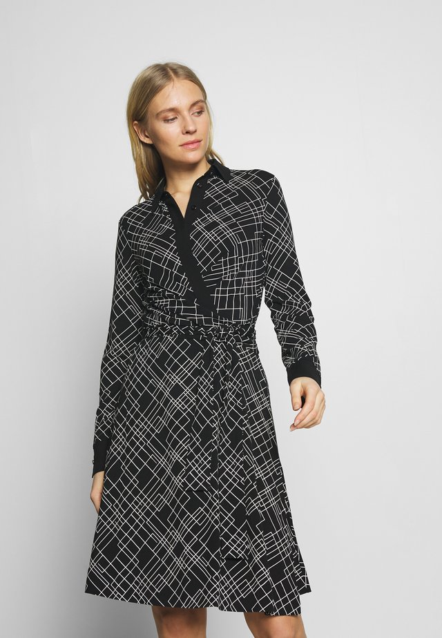 WRAP DRESS WOVEN FABRIC PATCHES AT COLLAR PLACKET - Jerseyjurk - multi/black