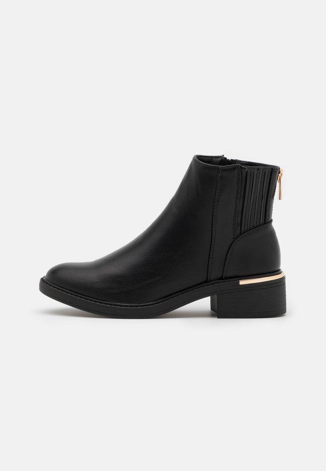 BOBBY CHELSEA CLIP - Boots à talons - black