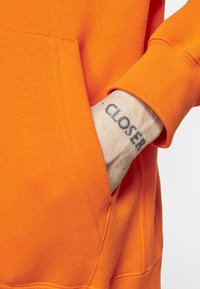 Nike Sportswear - CLUB HOODIE - Luvtröja - magma orange/white - 2