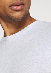Burton Menswear London - TEE 3 PACK - Camiseta básica - navy - 10