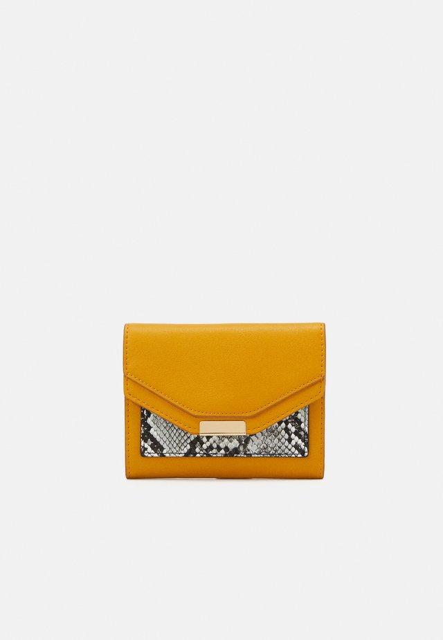 Wallet - mustard yellow