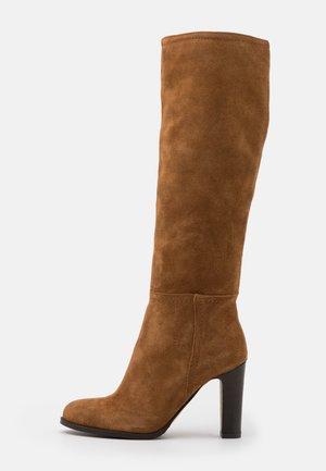 Vysoká obuv - tan