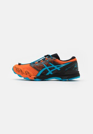 GEL FUJITRABUCO SKY - Trail running shoes - marigold orange/digital aqua