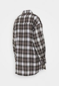 Missguided Maternity - CHECK SHIRT - Button-down blouse - brown - 1