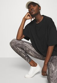 Abercrombie & Fitch - WELLNESS - Leggings - Trousers - grey marble wash - 3
