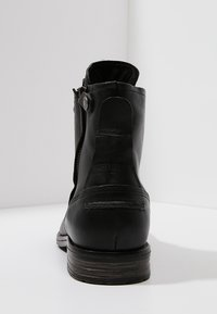 Sneaky Steve - KINGDOM - Lace-up ankle boots - black - 3
