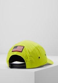 Polo Ralph Lauren - 5 PANEL GEAR  - Pet - neon yellow - 3