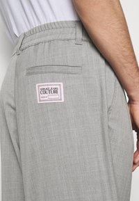 Versace Jeans Couture - TECHNICAL SUITING KAST - Broek - grey - 5