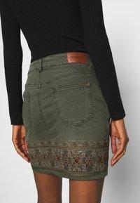 Desigual - FAL OSAKA - A-snit nederdel/ A-formede nederdele - verde militar - 4