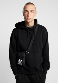 adidas Originals - FEST BAG TREF - Torba na ramię - black - 1