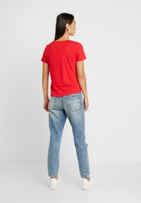 Tommy Jeans - TEE - T-shirts - racing red - 2