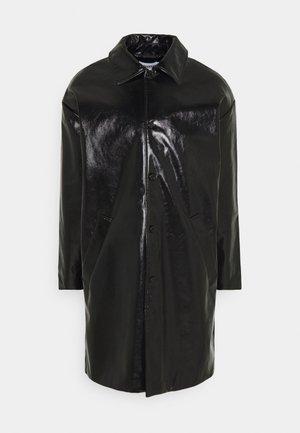 DARYL PATENT COAT UNISEX - Classic coat - black