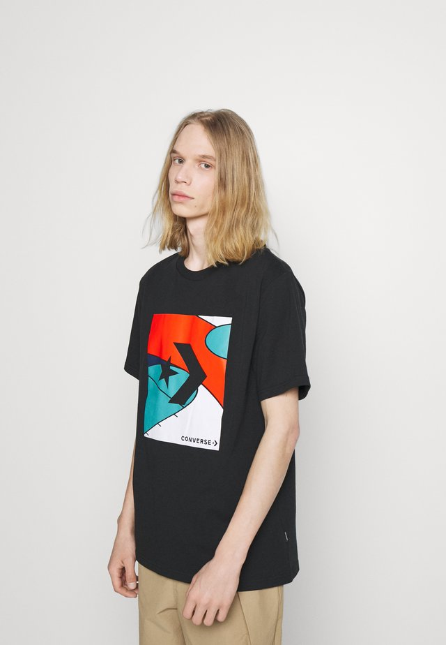 COLORBLOCKED COURT SHORT SLEEVE TEE - Print T-shirt - black
