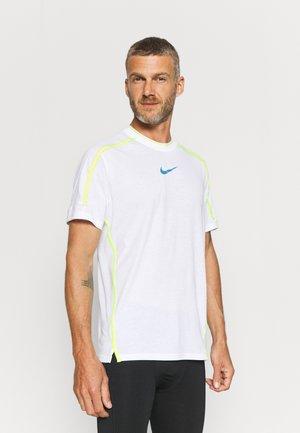 T-shirt con stampa - white/dutch blue