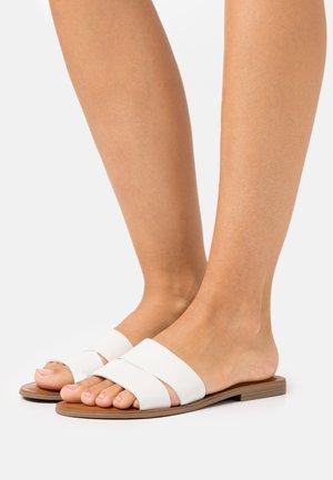 ANDONIA - Pantofle - white