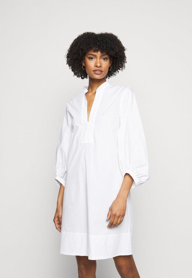 STUARDA - Sukienka letnia - bianco ottico