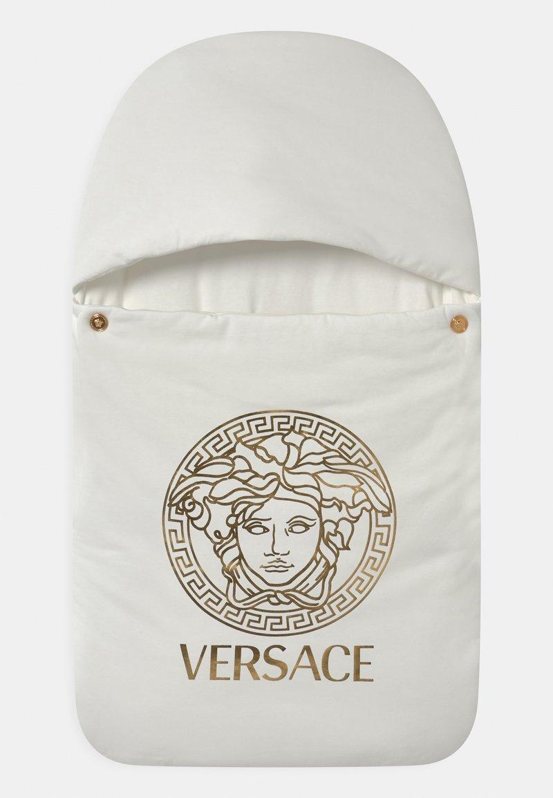 Versace - OUTDOOR NEST PRINT MEDUSA UNISEX - Dětský spací pytel - white/gold