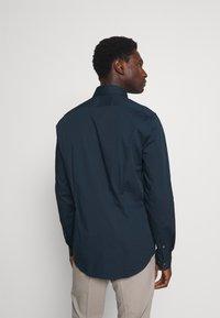 Calvin Klein Tailored - STRETCH SLIM  - Formal shirt - navy - 2