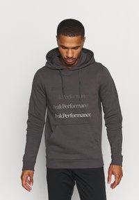 Peak Performance - GROUND HOOD - Sweatshirt - motion grey - 0