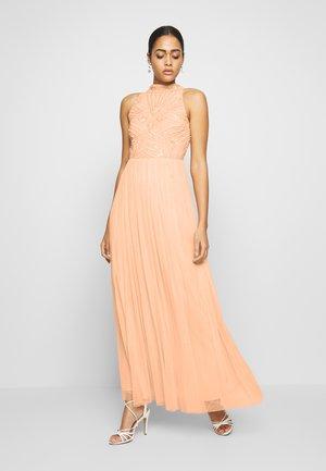 HALLEY - Společenské šaty - blush