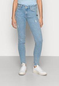 Mavi - ADRIANA - Jeans Skinny Fit - lt destroyed denim - 0