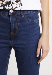 New Look - WOW KNEE RIP - Jeans Skinny Fit - mid blue - 4