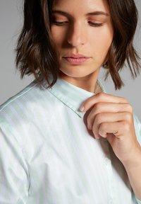 Eterna - Button-down blouse - pastellgrün/weiß - 2