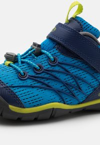 Keen - CHANDLER CNX - Hiking shoes - brilliant blue/blue depths - 5