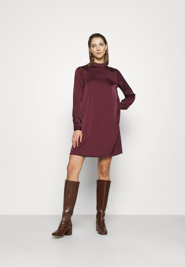 VMCOCO SHORT DRESS  - Robe de soirée - winetasting