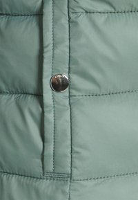 ONLY - ONLSANDIE QUILTED JACKET  - Lett jakke - chinois green - 7