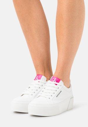 FLATFORM LACEUP - Sneakersy niskie - bright white