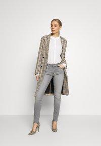 s.Oliver - HOSE LANG - Jeans Skinny Fit - great grey - 1