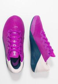 Nike Performance - METCON 5 - Zapatillas de entrenamiento - vivid purple/valerian blue/barely rose - 1