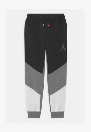 CROSS COURT - Tracksuit bottoms - carbon