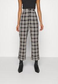 Fashion Union - VAMY TROUSER - Kalhoty - check - 0