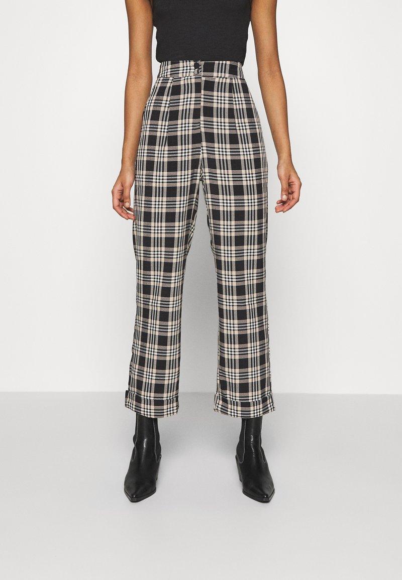 Fashion Union - VAMY TROUSER - Kalhoty - check