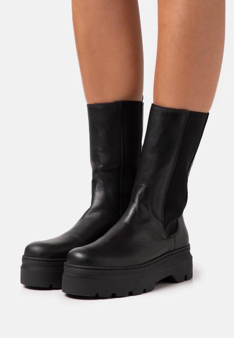 Pavement - AYA - Platform boots - black