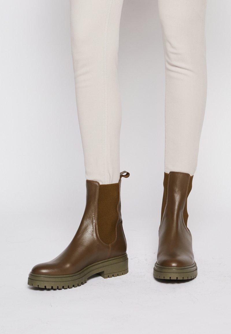 Bianca Di - Platform ankle boots - verde