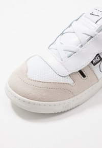 Nike Sportswear - SQUASH TYPE - Baskets basses - summit white/white/black/vast grey - 2