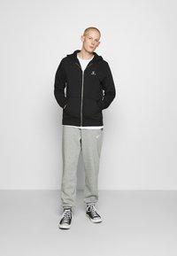 Converse - STAR CHEVRON EMBROIDERED - Zip-up hoodie - black - 1