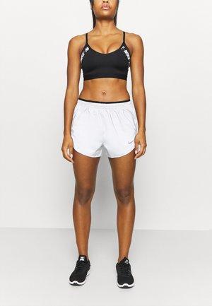 RUN TEMPO SHORT - Sports shorts - silver