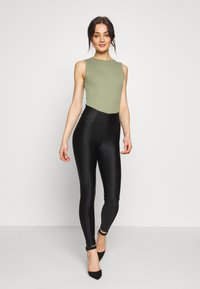 Missguided - SLEEVELESS BODYSUIT 2 PACK - Top - black/khaki - 1